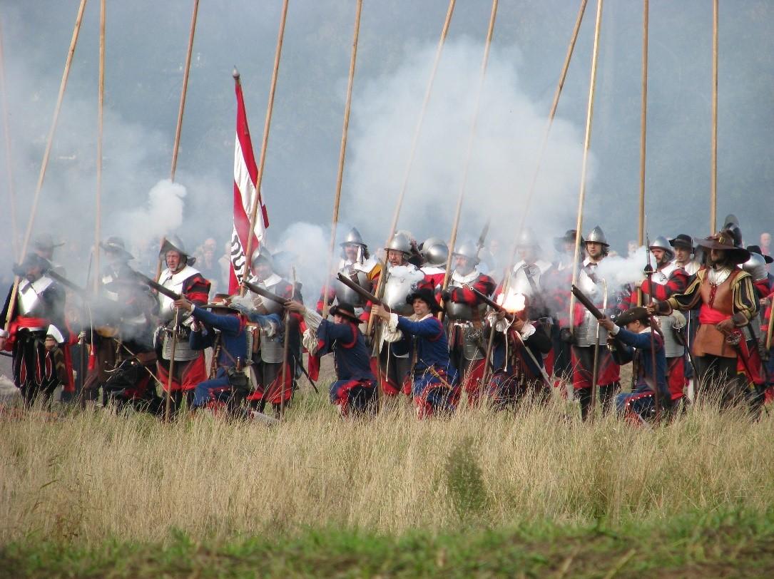 De Staatse troepen rukken op tijdens het naspelen van de Slag om Grolle in 2008, Kweniston CC-BY.